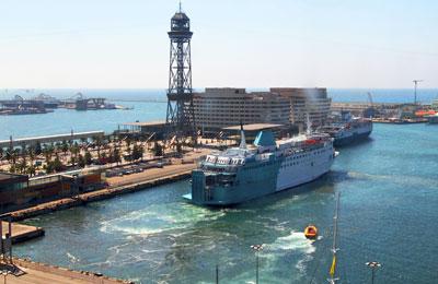 imagen del ferry que sale del puerto de Barcelona